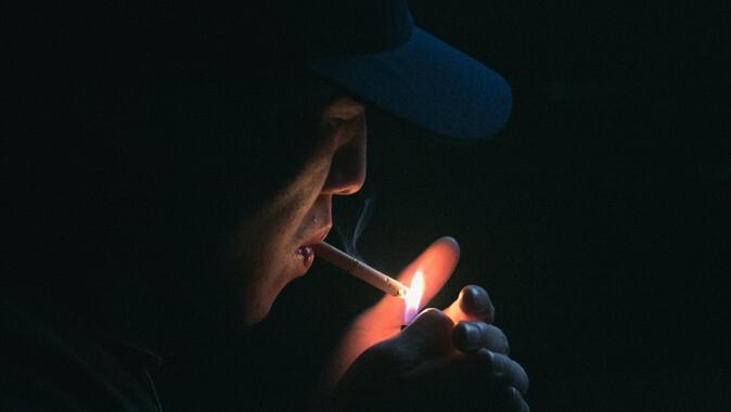 Cigarrillos-mas-caros-para-salvar-la-vida-de-los-fumadores-mas-pobres_image_380