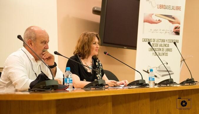 2 Aurora Luna y Jose Carlos Morenilla Rocher presentando la antología.