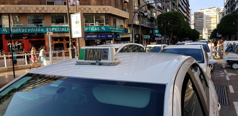 Cerrada a la circulación la calle Colón de València por la huelga de taxistas 20180730_183749(29)