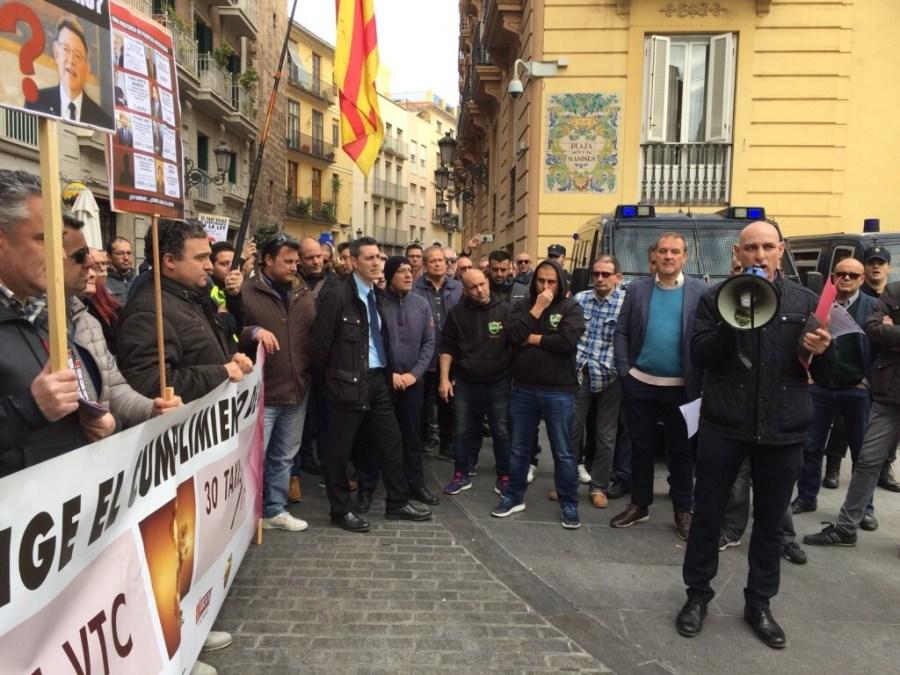 Los taxistas valencianos en pie de guerra (2)