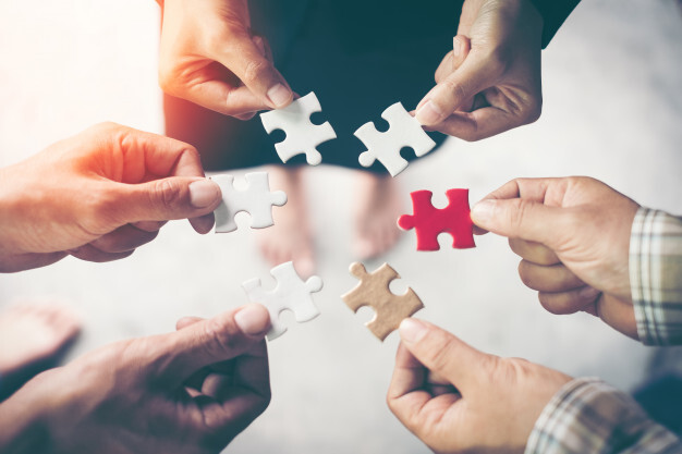 hands-holding-piece-blank-jigsaw-puzzle-teamwork-workplace-success-strategy-concept_2379-1747