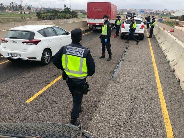 Control-policia-nacional-Valencia-garantizar_EDIIMA20200320_0978_5