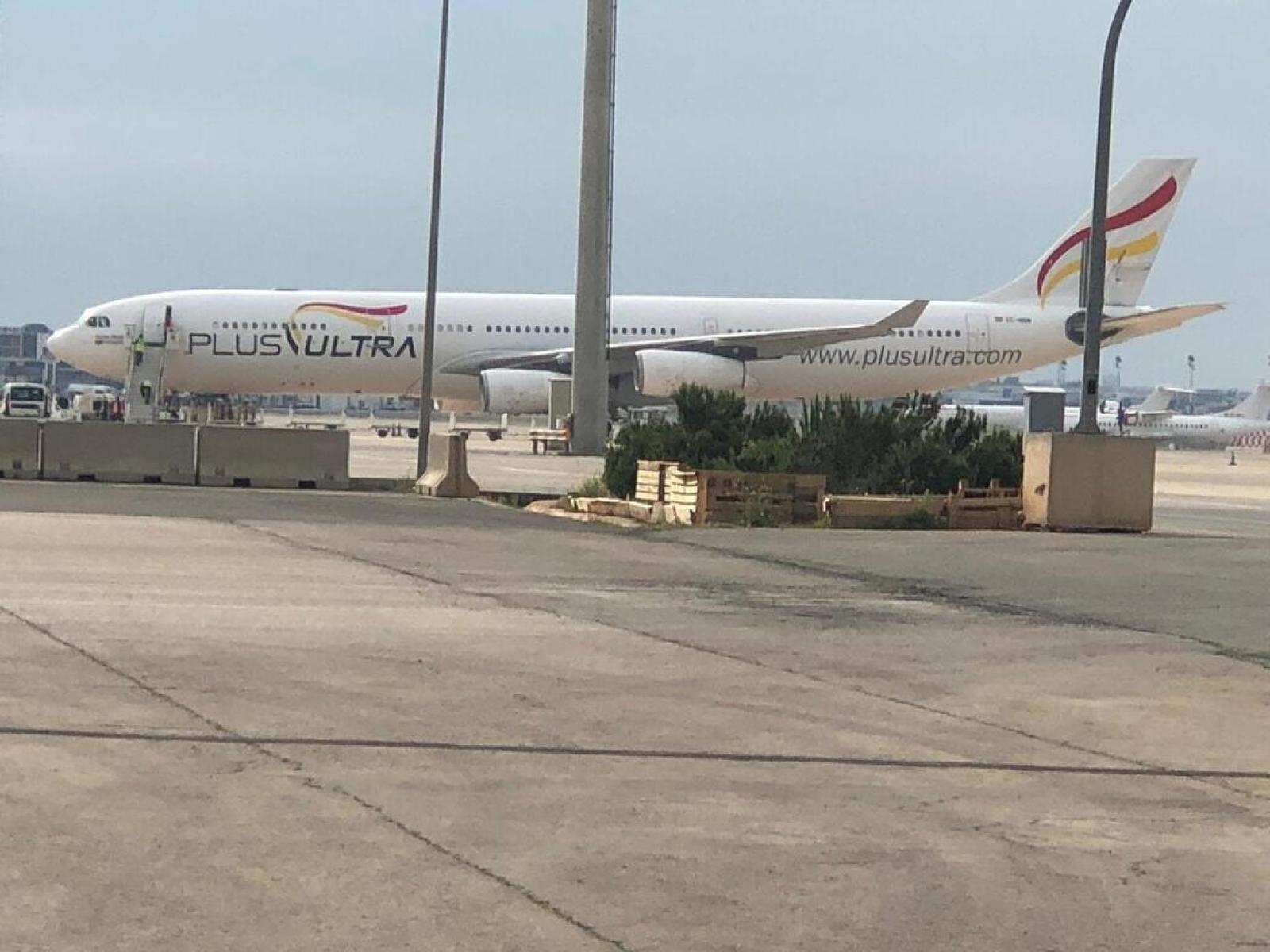 Llegan dos vuelos más de China con material sanitario adquirido por la Generalitat para la Comunitat Valenciana 200411_PRE_FOTO_1_avion_llegada (1)