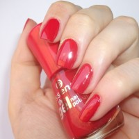 essence the gel nail polish/smalto effetto gel #17 Juicy Love (review and swatches)