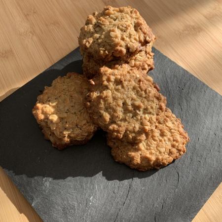 Biscotti con avena e frutta secca