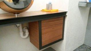 Incorporation de profil métallique brut, vernis incolore