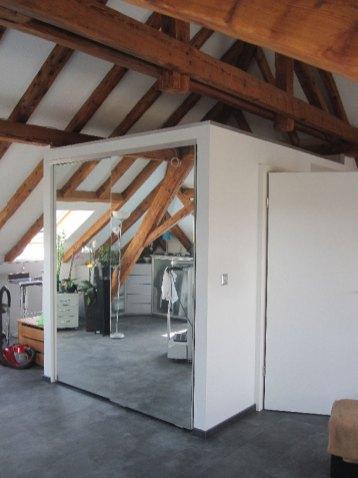 Îlot en ossature bois comprenant une armoire encastrée, cage d'escalier, petit corridor et toilette