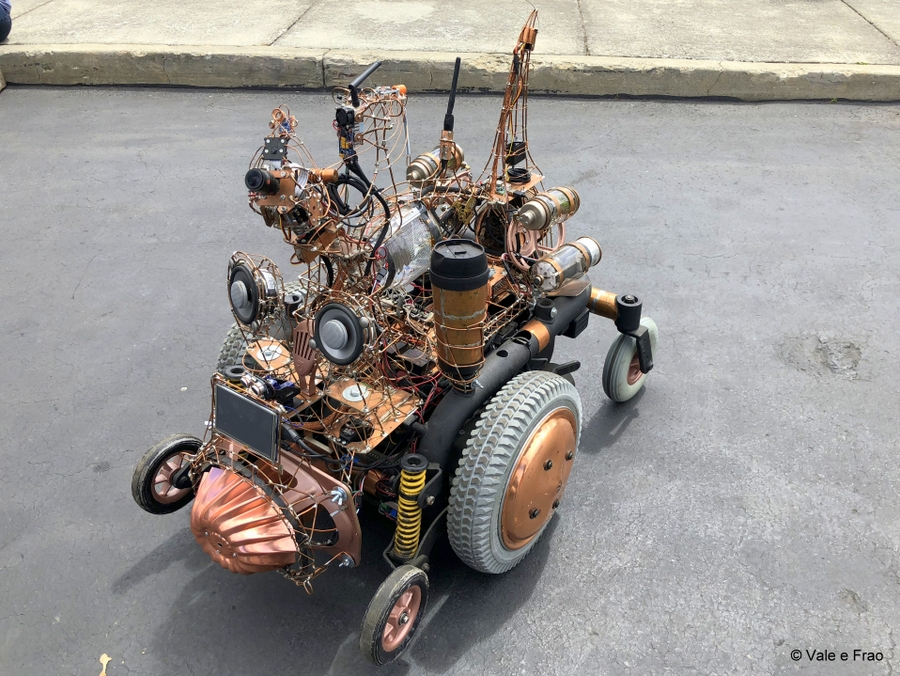 California: Maker Faire Bay Area. robot invenzioni tecnologia