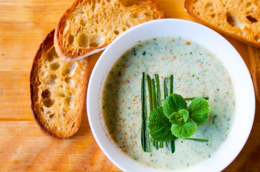 šalta agurkų sriuba