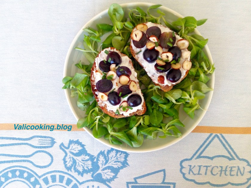 Garlic Toasts with Goat Cheese, Hazelnuts and Grapes