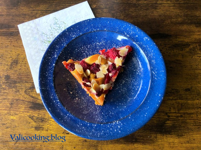 Light Cottage-Cheese Cake with Plums and Raspberries