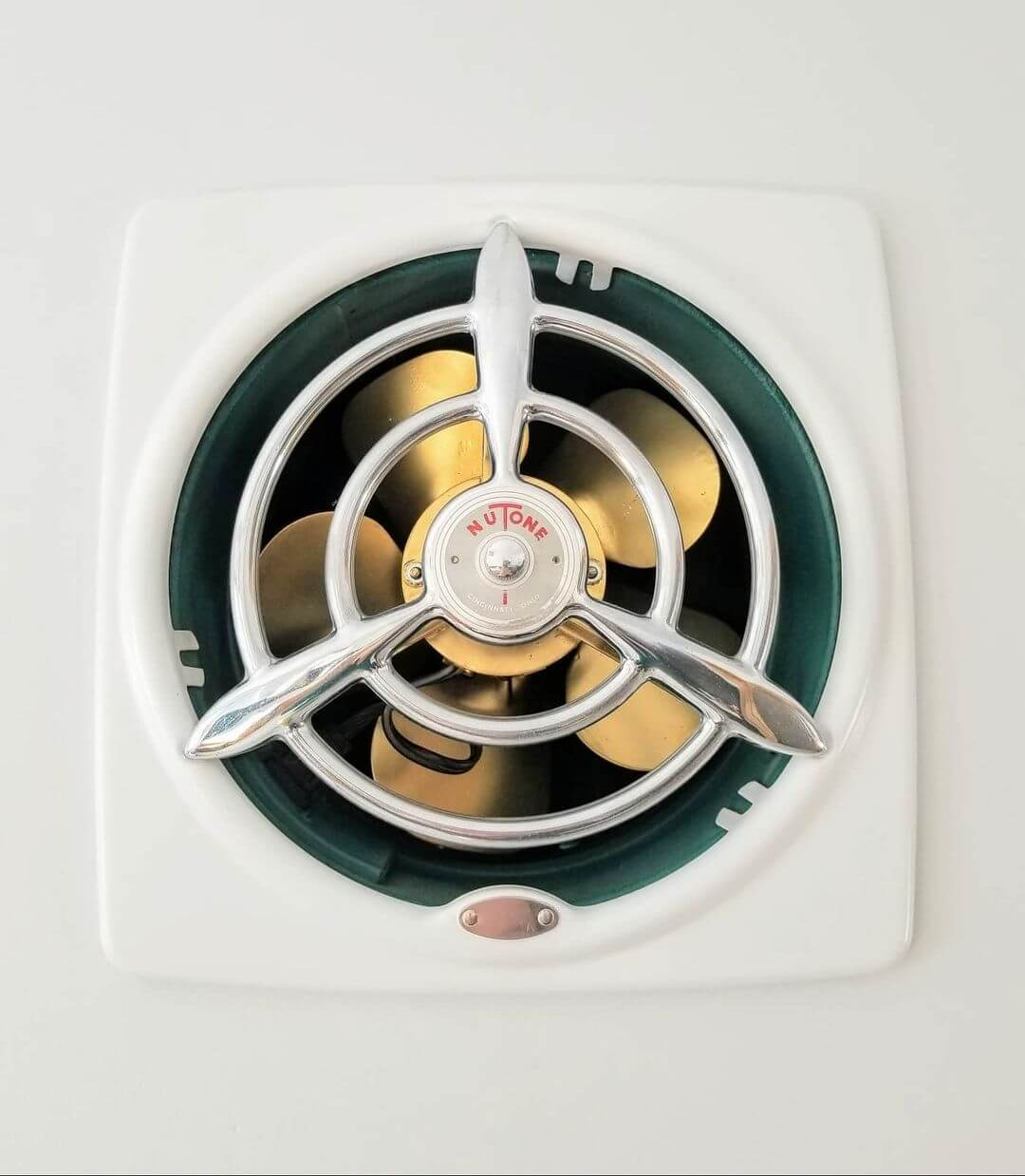 how to remove and replace light bulb in