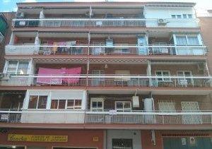 Continúa la campaña de carteles en las terrazas de los afectados. /Foto: AA.VV. La Paz y La Viña