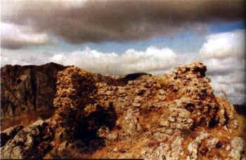 Restos del torreón desde el lado Este.