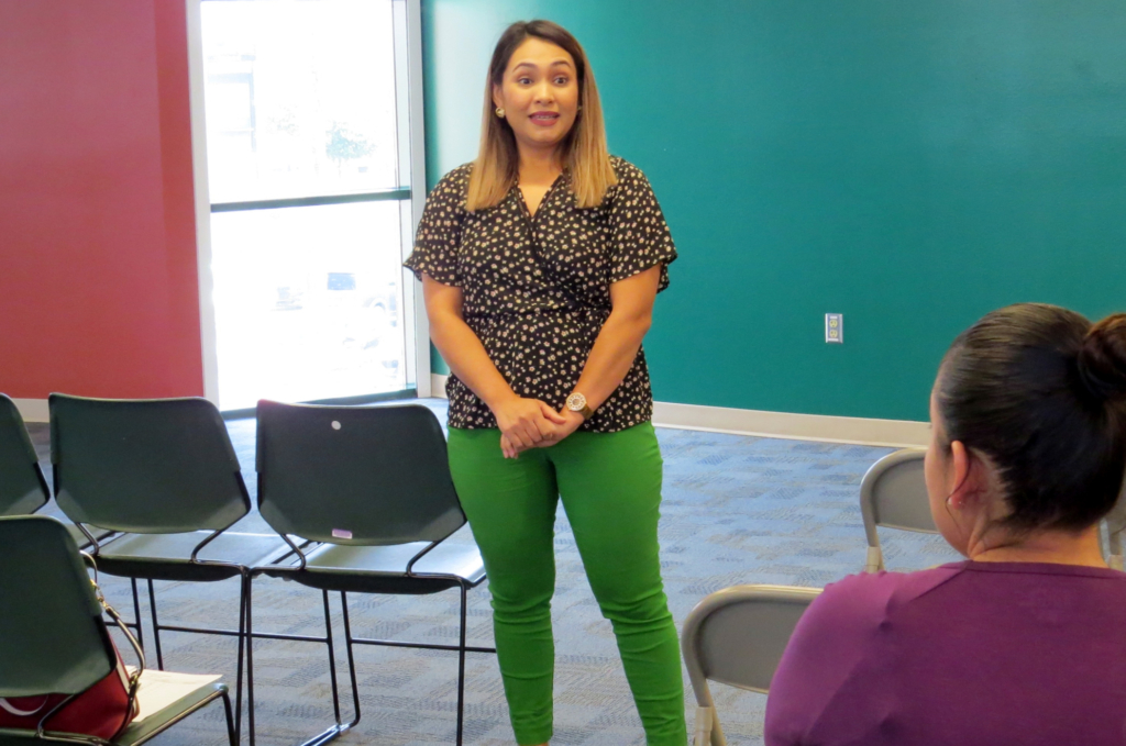 VIDA career counselor Leslly Blancas discusses with VIDA students the importance of managing stress.