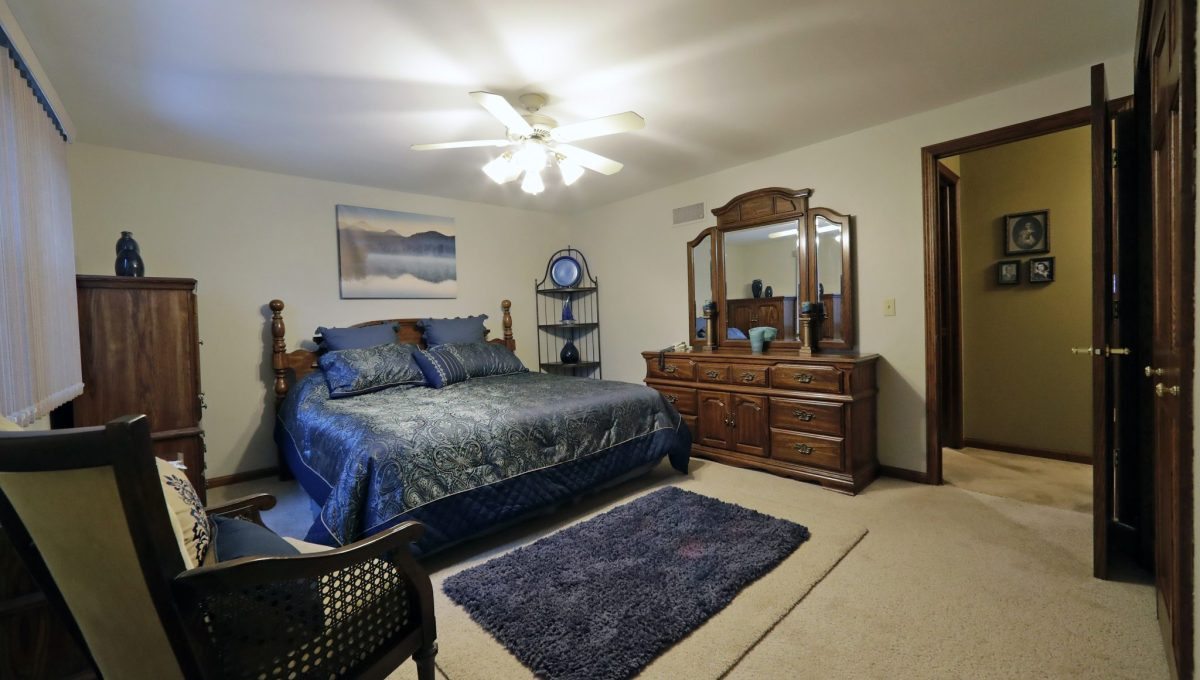 MasterBedroom2