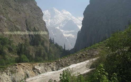 The first glimpse of Valley of Flowers peak when you start trekking from Ghangaria to Valley of Flowers.