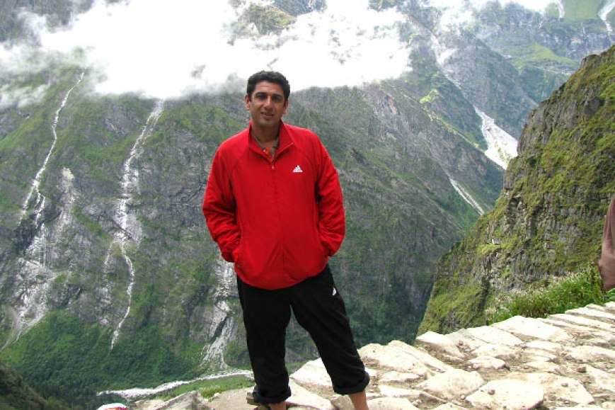 See the sample Jacket and Capri pant. Mr Devkant Sangwan while coming back from Hemkund Sahib in September 2012.