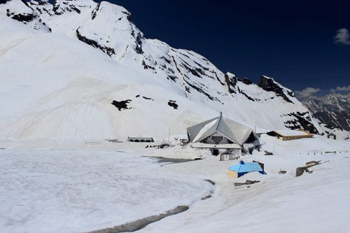 Hemkund Sahib in Mid May, full snow clad