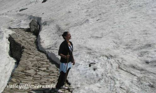 Ghangaria to Hemkund Sahib trek Lot of snow on both sides of trek. If you wish to see this you need to visit before mid June.