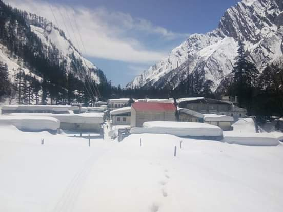 Snow covered Ghangaria Village