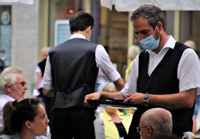 Covid-19 : fermetures des bars et restaurants neuchâtelois