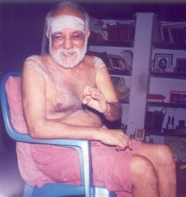 Swamigal clarifying a point to a student