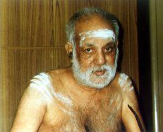 Swamigal starting a pravachanam