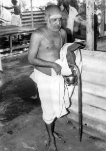 Swamigal coming to a pravachanam