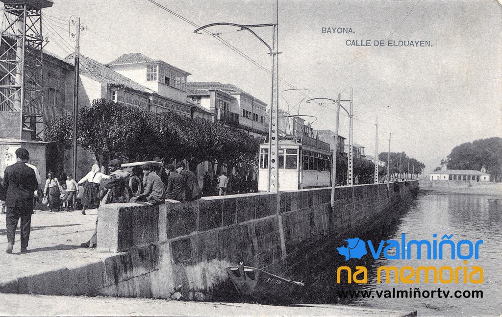 TRANVÍA EN LA CALLE ELDUAYEN, AÑOS 1925-1930 O VAL MIÑOR NA MEMORIA