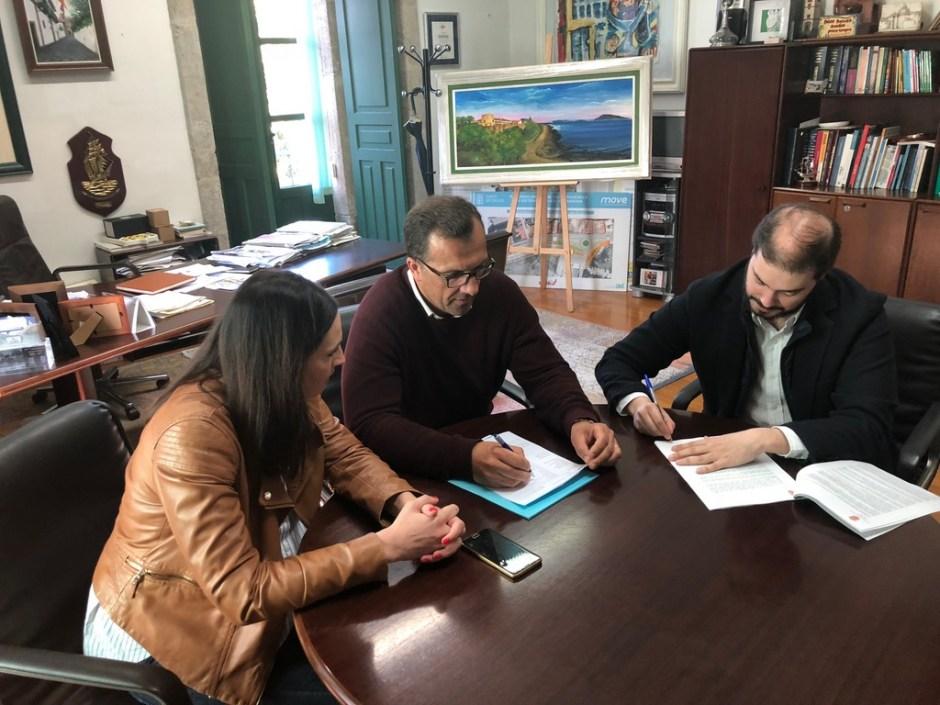 2018-05-16 - Firma Contrato Mobiliario Biblioteca (2)