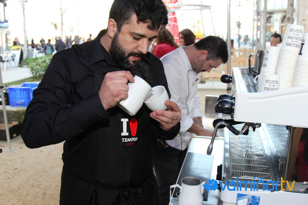CAFÉ SOLIDARIO EN BAIONA