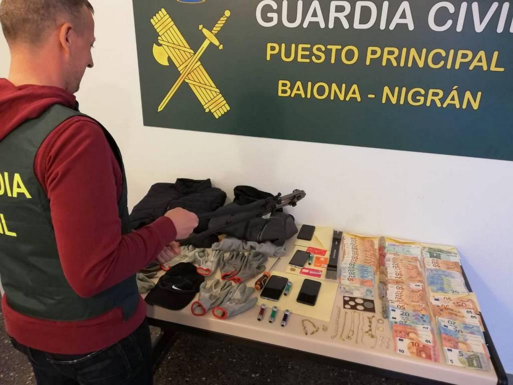 A GARDA CIVIL DETÉN EN NIGRÁN A CATRO CIDADÁNS ALBANESES ACUSADOS DE ROUBOS EN DOMICILIOS