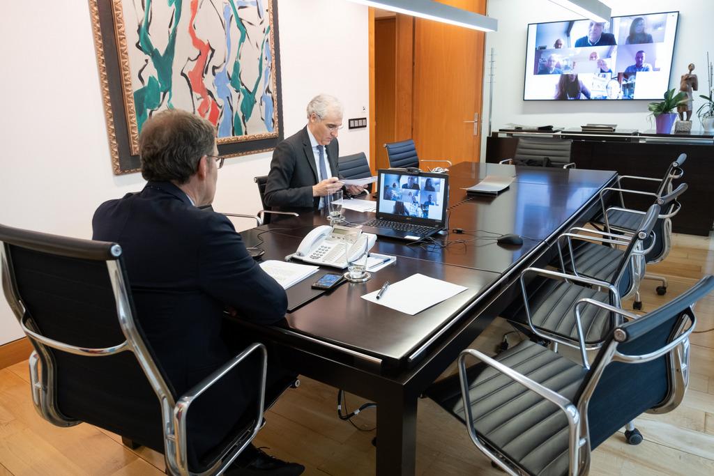 O presidente da Xunta durante unha videoconferencia con representantes do comercio galego