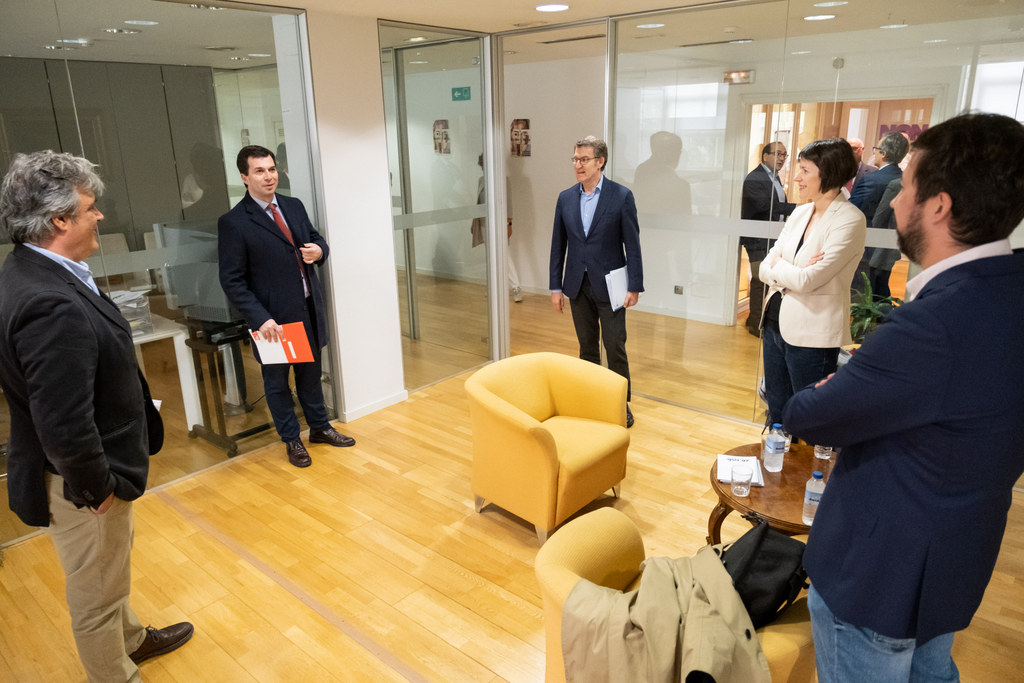 O titular do Goberno galego reúnese cos representantes dos principais partidos políticos galegos