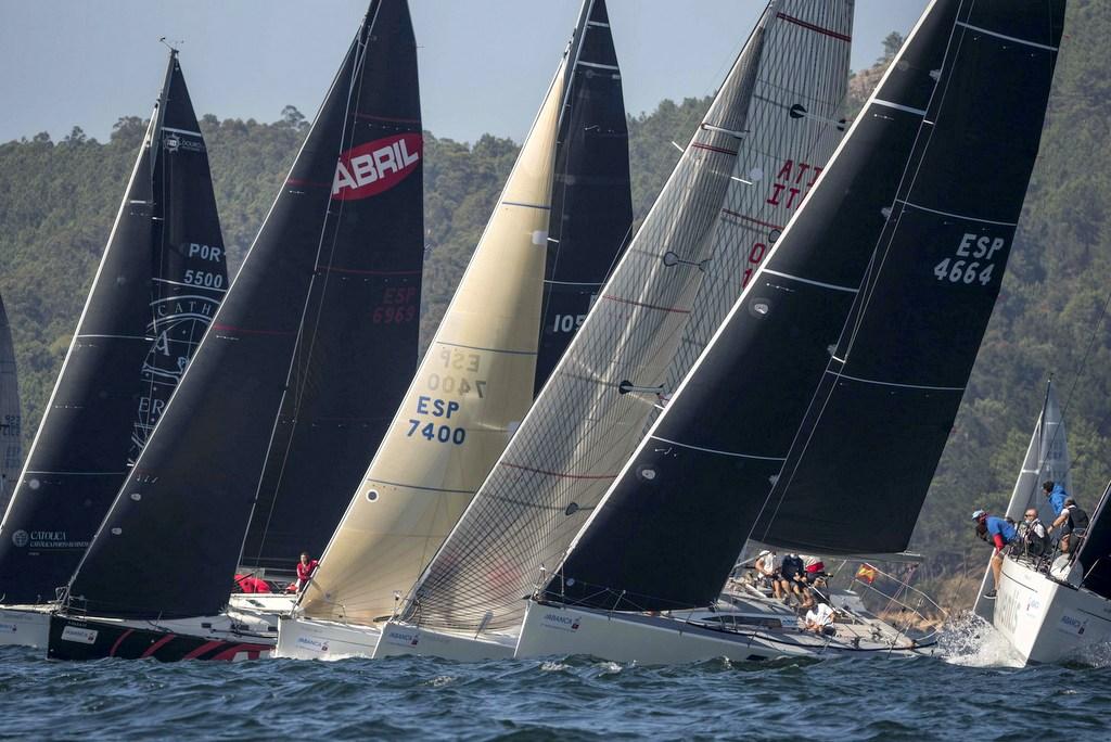 2020-09-04 – Los grandes barcos brindaron espectacularidad en la jornada inaugural – Foto Lalo R Villar