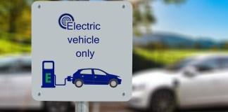 Ventas de automóviles eléctricos este año resisten el golpe de la COVID-19