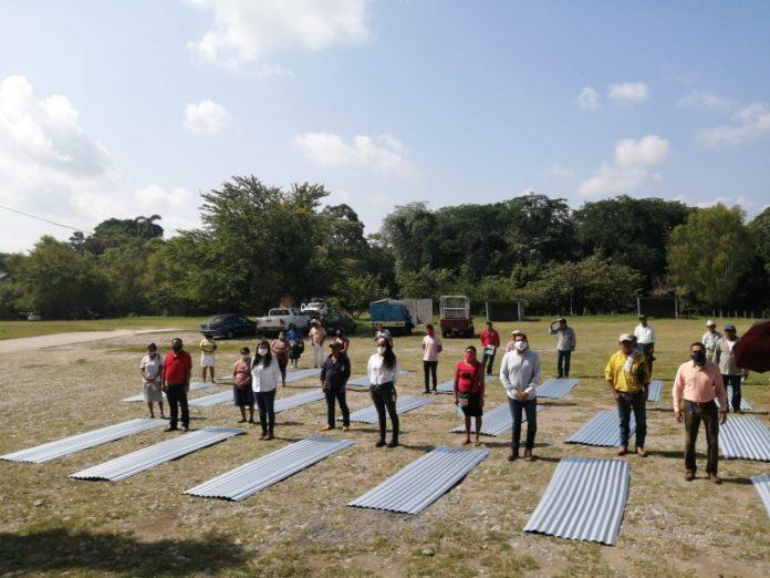 Citrofrut dona láminas Ternium a comunidades rurales