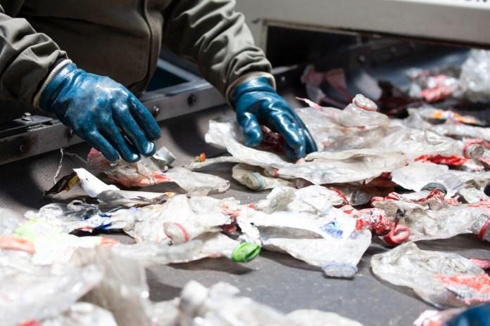 Reciclaje de plásticos reduce hasta un 90% las emisiones de carbono contra material virgen