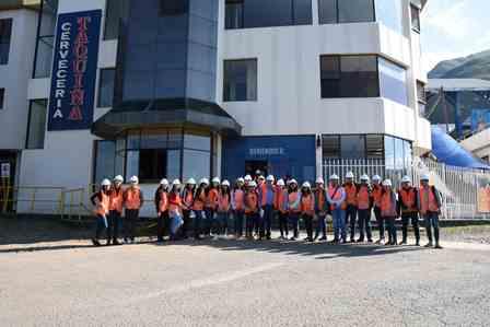 Estudiantes de ingeniería industrial de La Cato visitan Planta Taquiña para aplicar sus estudios y pasar de la teoría a la práctica.