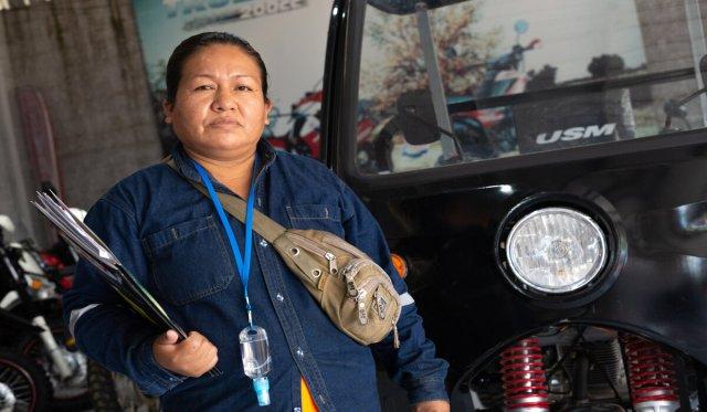 Maria Benita Ortiz, Presidenta de la agrupación de recicladores Bolivia Unida de Santa Cruz, recibió los tres motocarros.
