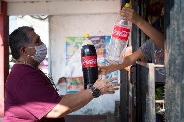 Los hitos de los 78 años de Coca-Cola Bolivia están llenos de buenas noticias.