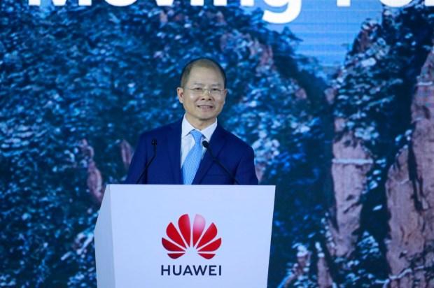 Eric Xu, Presidente de Huawei. reafirma el compromiso de la empresa con la innovación tecnológica.