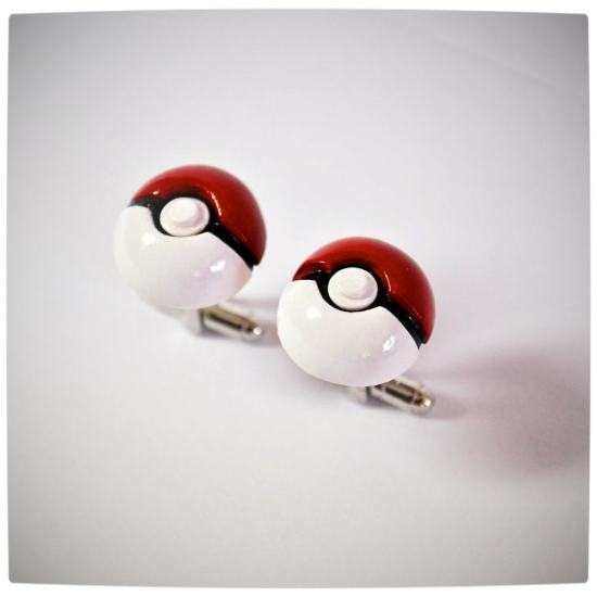 Vamers - Geekosphere - SUATMM - OhMyGeekness by Jess Firsoff - Pokeball Cufflinks