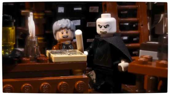 Vamers - Geekosphere - Fandom - LEGO Gandalf Shows Voldmort Who is Boss - He Who Shall Not Be Named