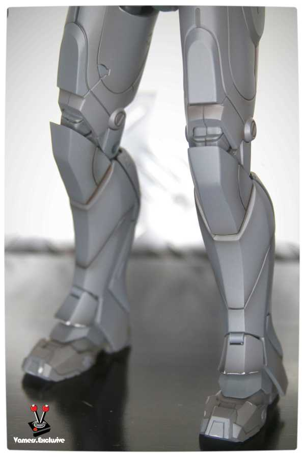 Vamers - Hot Toys - Limited Edition Collectible - Iron Man Mark III - SIlly Thing's TK Edition - MMS101 - Close-Up of Iron Man's Legs