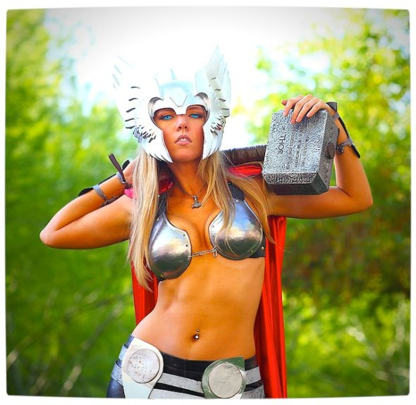 Vamers - Geekosphere - Thorsday - Toni Darling Gender-Bends Thorsday - Toni Darling as Thor 07