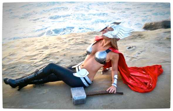 Vamers - Geekosphere - Thorsday - Toni Darling Gender-Bends Thorsday - Toni Darling as Thor 14
