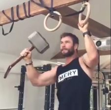 Vamers - Geekosphere - Thorsday - Watch Thor Diss Captain America while doing Pull-Ups [Thorsday] - 01