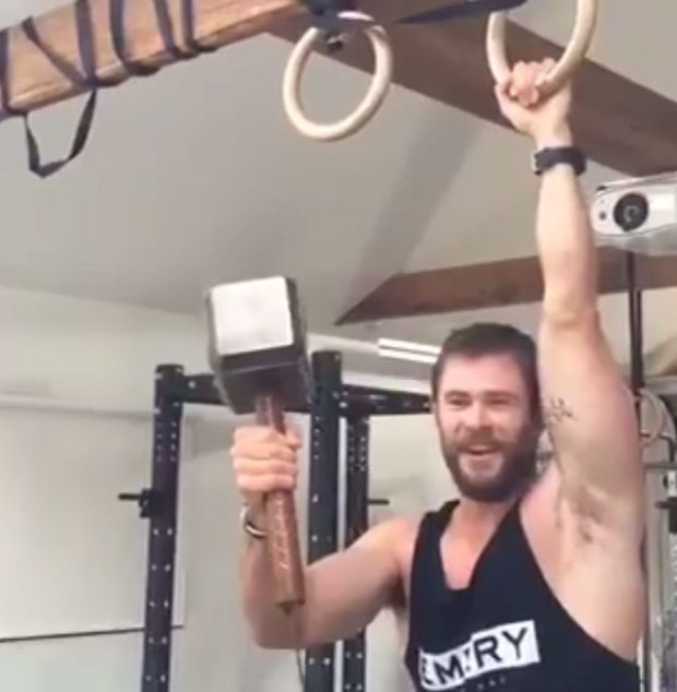 Vamers - Geekosphere - Thorsday - Watch Thor Diss Captain America while doing Pull-Ups [Thorsday] - 02